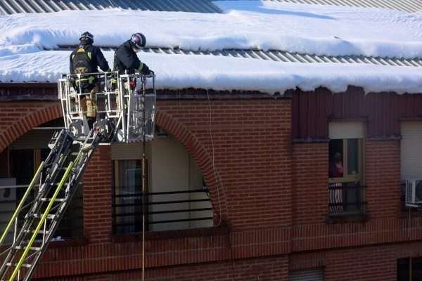 3_trabajos_bomberos_nieve