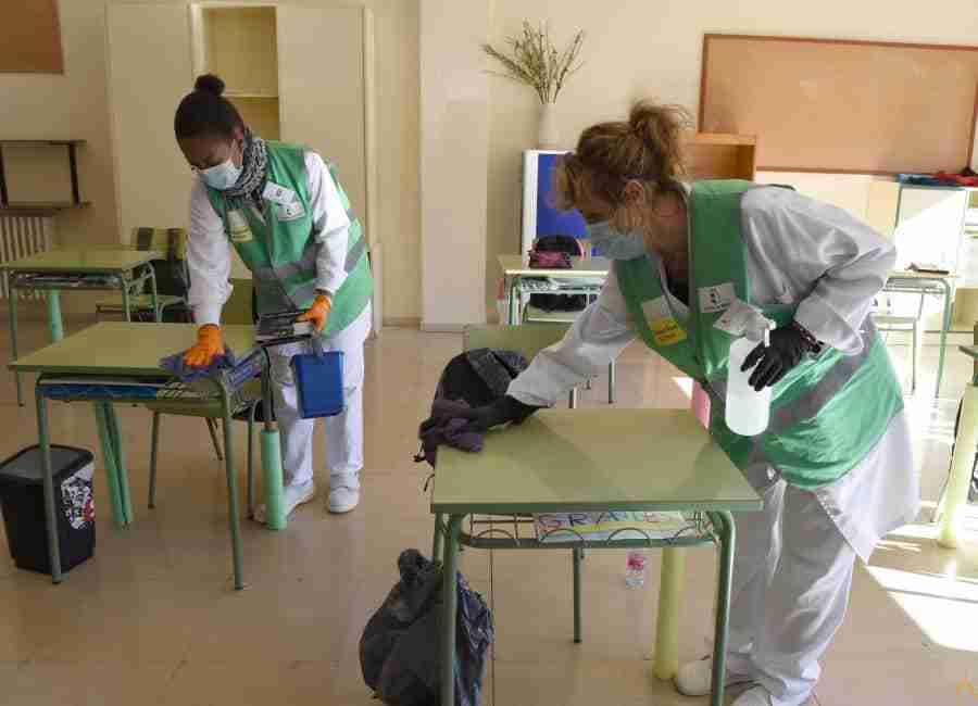 235 personas se incorporan hoy a los colegios de Ciudad Real para el refuerzo de las labores de limpieza y desinfección frente a la Covid-19 3