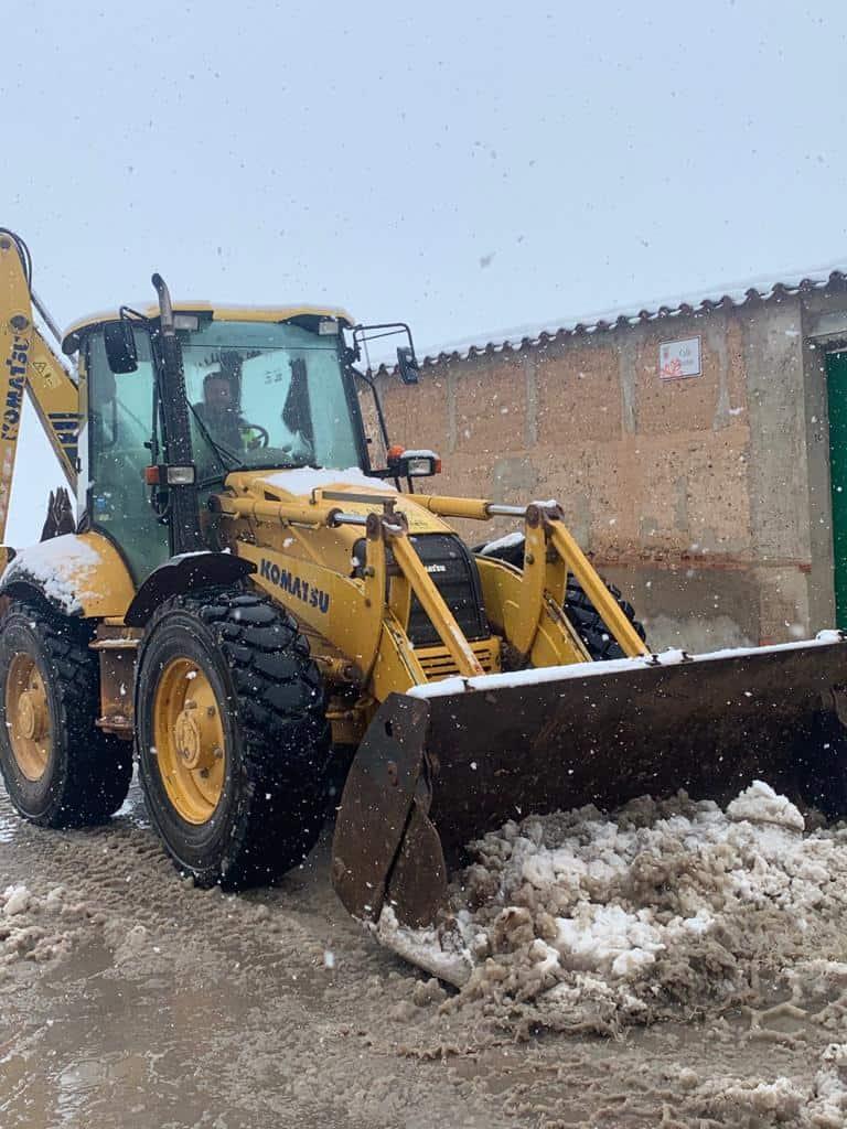 El Ayuntamiento de Aldea del Rey trabaja en la limpieza de calles y pide a los vecinos que se queden en casa por la nevada y para minimizar contagios 2