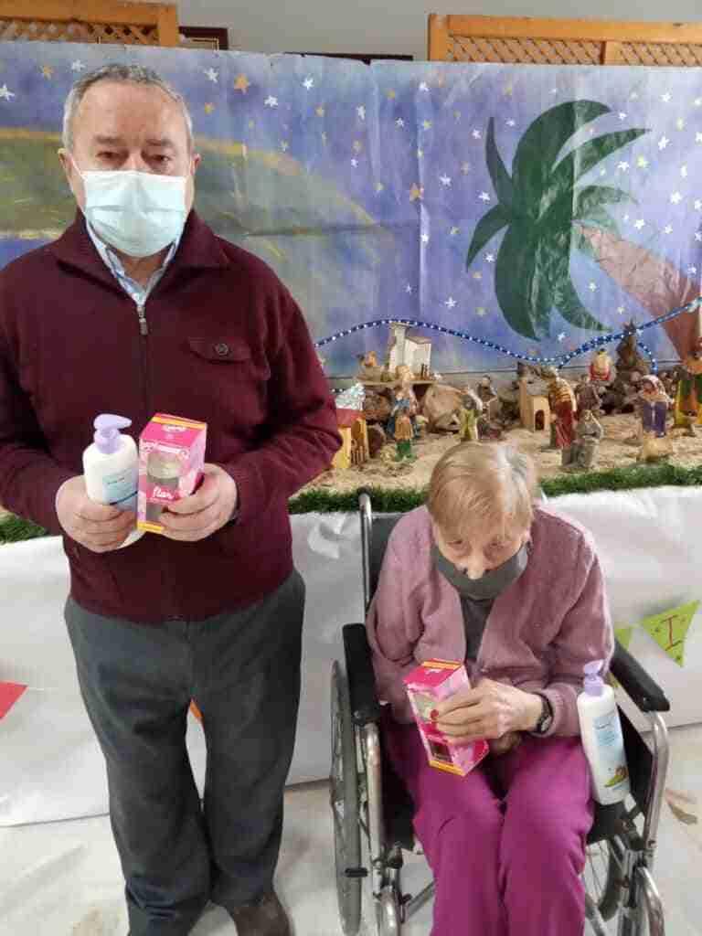 Ancianos de las Residencias de Quintanar recibieron regalos donados por empresas locales 6