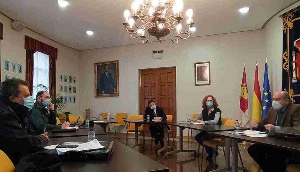 Reunión de la Subdelegación de Gobierno y el CECOP para seguir las restricciones y las limitaciones perimetrales de los términos municipales provinciales 1