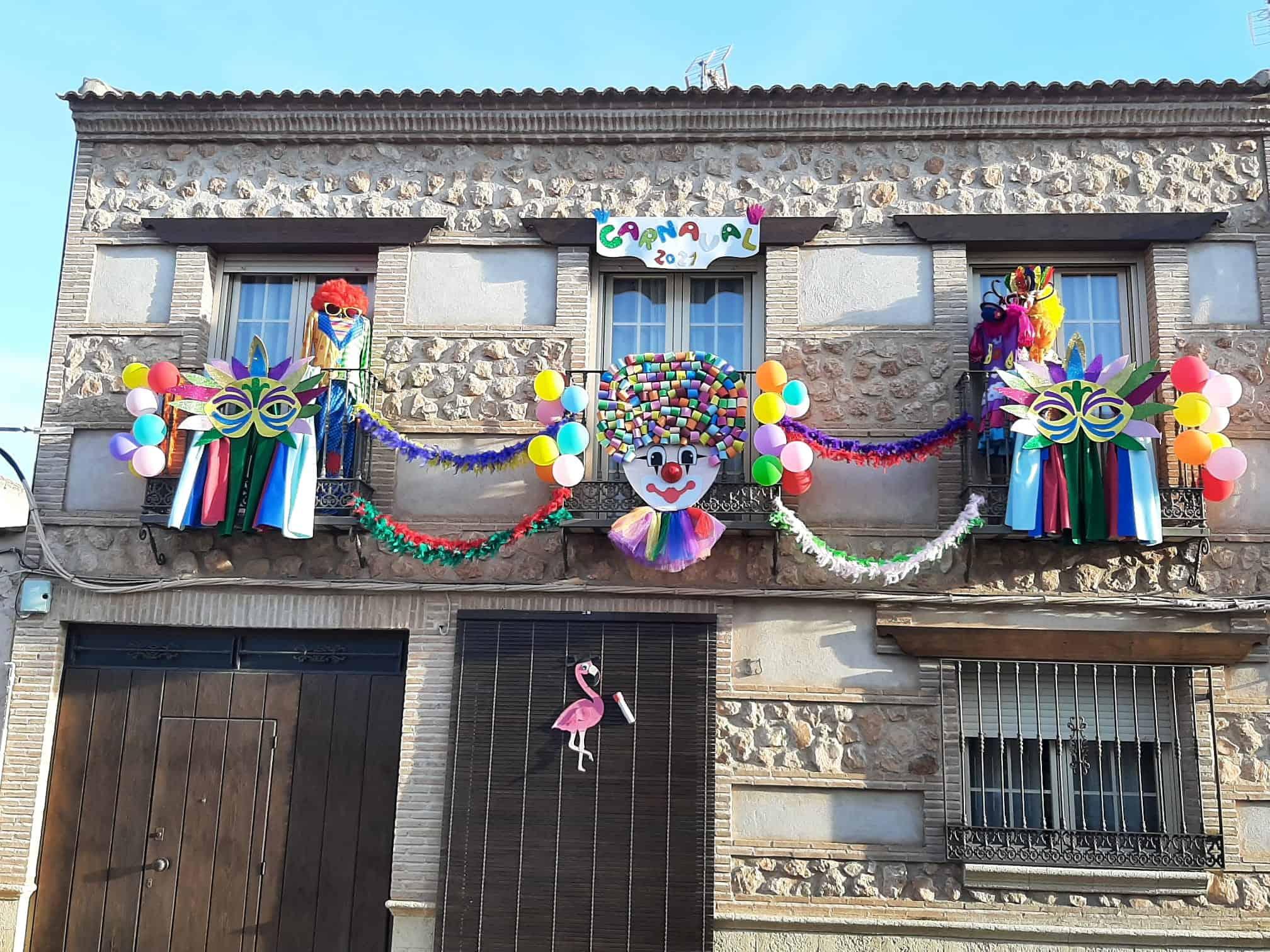 El I Concurso de Balcones de Carnaval llena de colorido y creatividad las calles torralbeñas 3