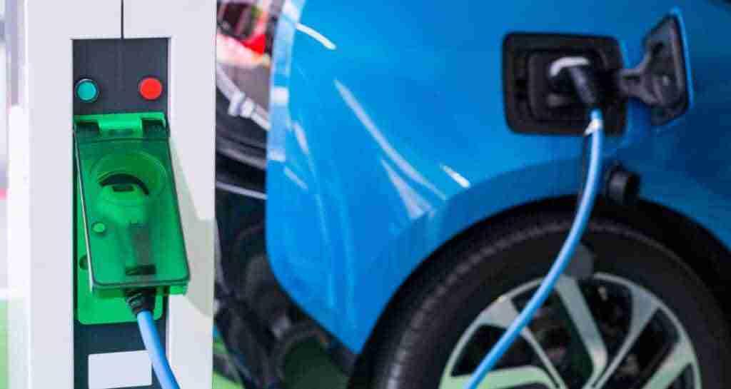 ¿Tienes un coche eléctrico? Ahora puedes cargarlo en McDonald's 1