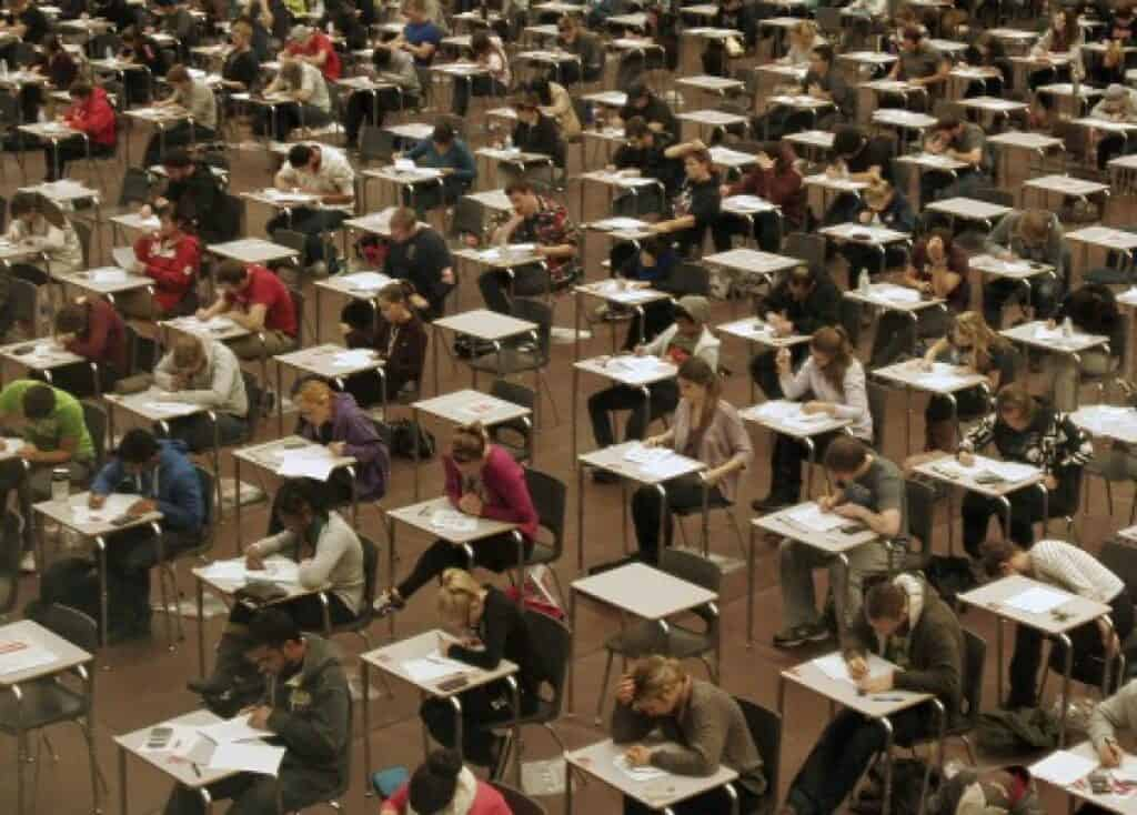 CCOO-Enseñanza pidió a Educación replantear las condiciones en las que quiere celebrar las oposiciones de EEMM antes de la convocatoria al DOCM 1