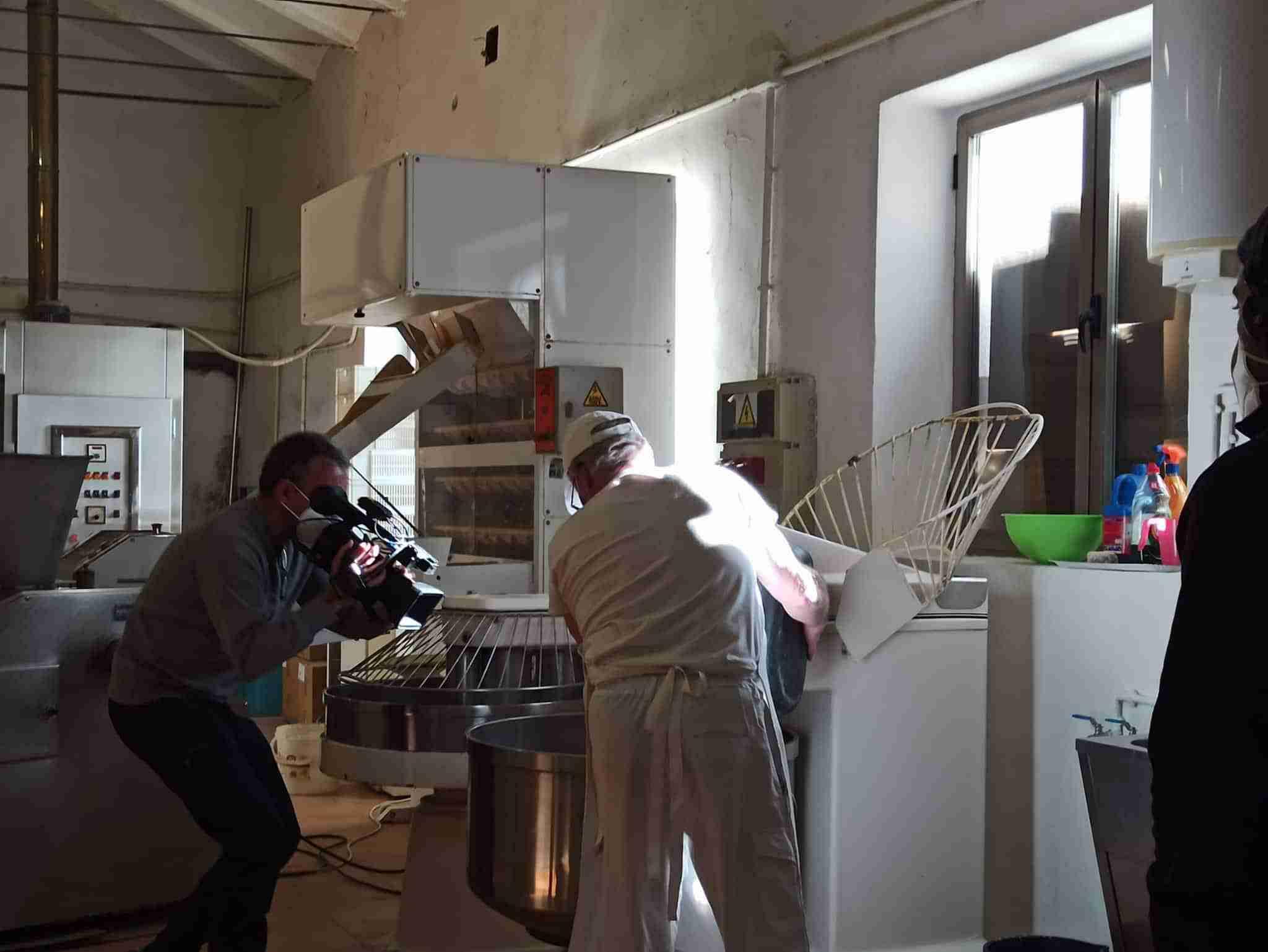 """La Tahona de Boni promociona la industria repostera de Corral de Calatrava en el programa """"Aquí la Tierra"""" de TVE 5"""