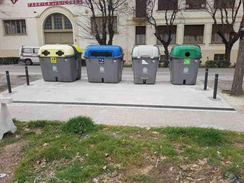 El Ayuntamiento construyó una plataforma para contenedores en Calle Valencia 1