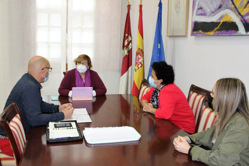 Gobierno regional y Ayuntamiento de Corral de Calatrava unen sus esfuerzos por un Centro de Mayores 1