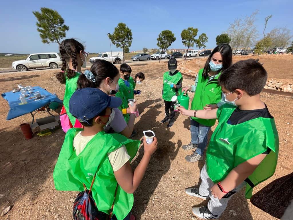 Los alumnos del colegio de Carrión de Calatrava aprenden sobre respeto y cuidado al medio ambiente gracias al Ayuntamiento y la JCCM 1
