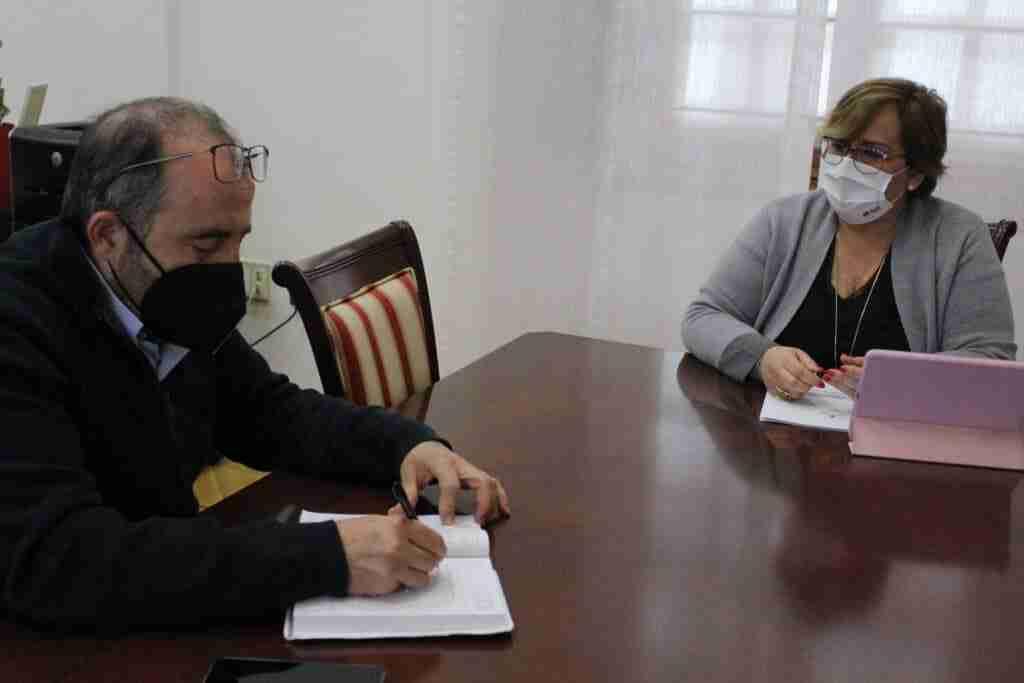 Bienestar Social, Educación y obras de adaptación del Ayuntamiento centran el encuentro entre el alcalde de Saceruela y el Gobierno regional 2
