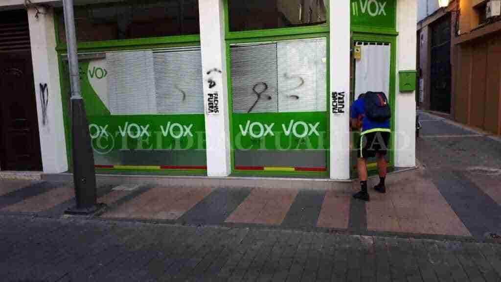 VOX le pedirá al Ayuntamiento de Aldeanueva de San Bartolomé que elimine las pintadas ofensivas contra la agrupación 1
