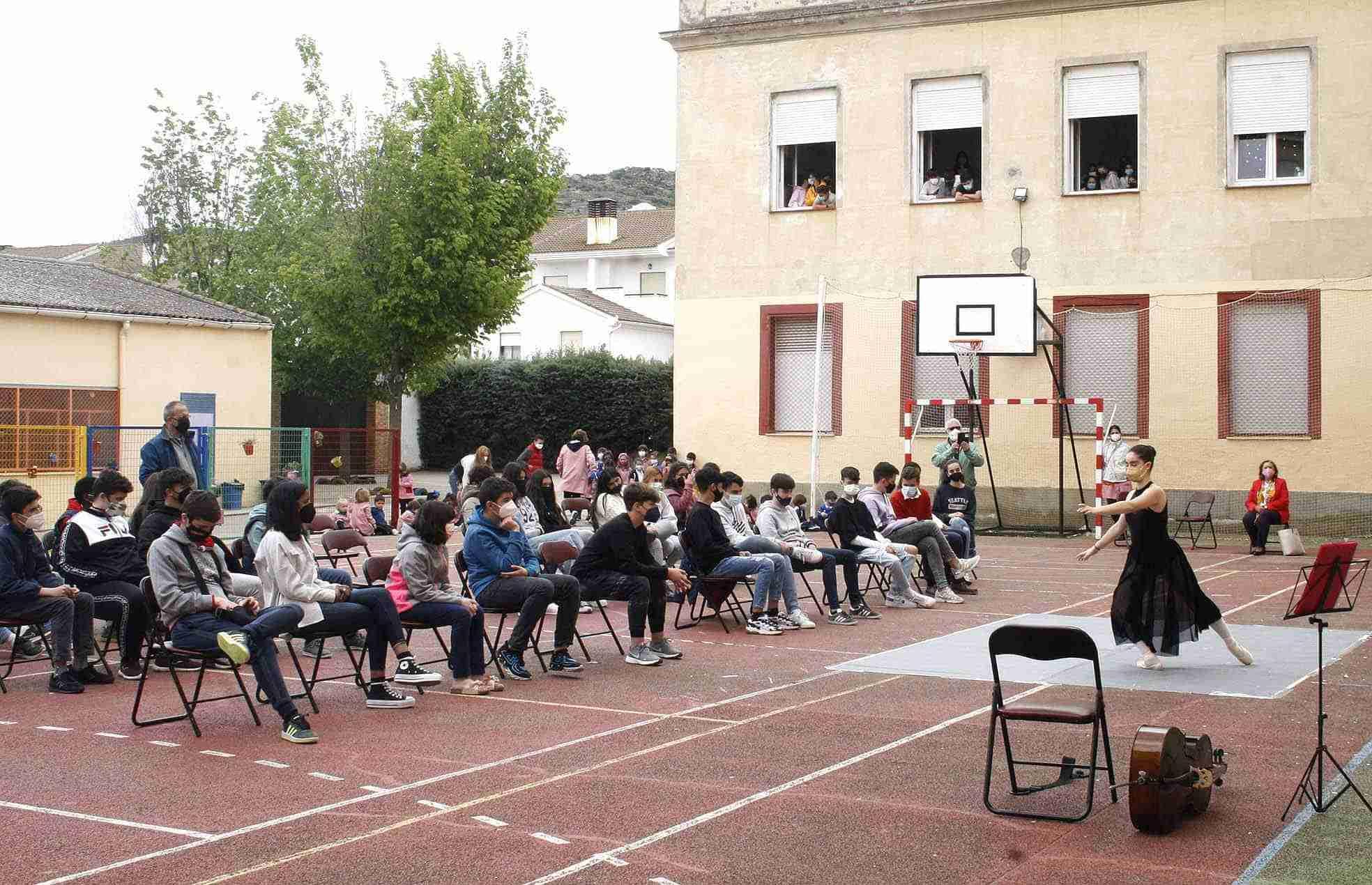 Aurora Rey mantiene un encuentro literario con los alumnos del Colegio Maestro Ávila y Santa Teresa de Almodóvar del Campo 3