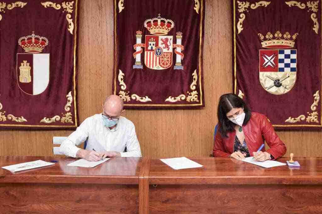 El Ayuntamiento contribuye a desarrollar la actividad literaria de Aldaba 1