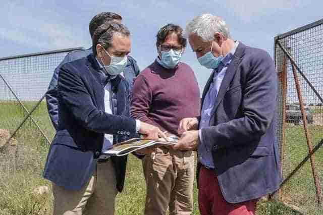 Firma del contrato del Ayuntamiento y AQLARA para construcción de una depuradora y concesión del servicio 1