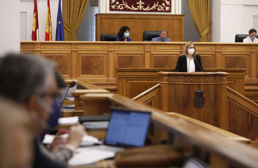 Las Cortes regionales reconocen el esfuerzo de profesionales, población y Gobierno regional por la pandemia 1