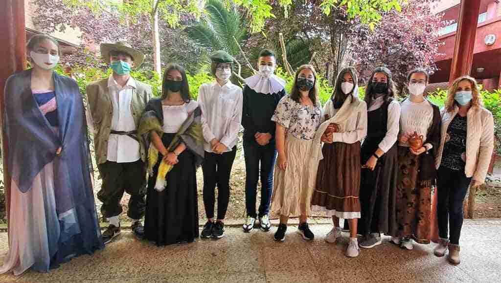 """Más de 100 alumnos de la provincia dicen presente en """"Leer el Quijote con gafas violeta"""" 1"""