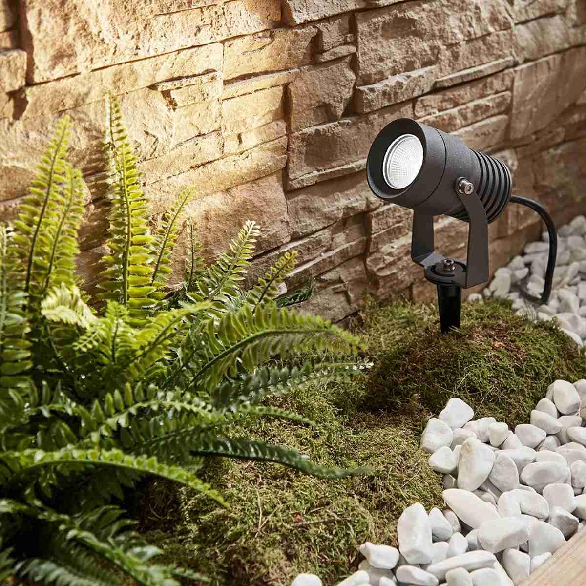 Luces solares para iluminar los espacios exteriores 28