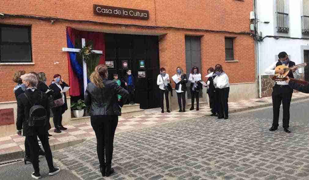 Corral de Calatrava canta los mayos a las Cruces y a su Patrona 3