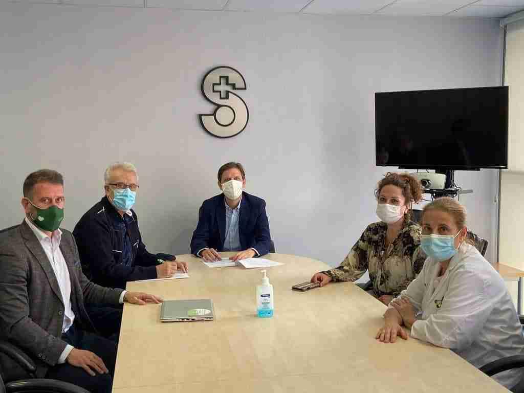 La Gerencia de Valdepeñas amplió la colaboración con la AECC para mejorar en atención psicosocial al paciente oncológico 1