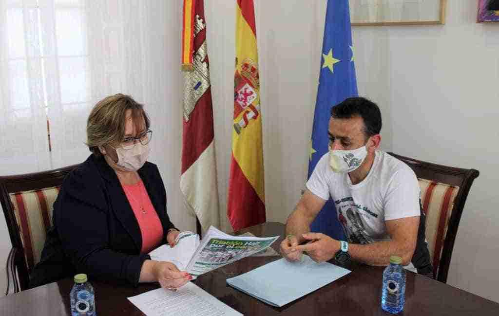 Carmen Olmedo animó a Emeterio Flox a cumplir su reto deportivo y solidario, y le transmite todo el apoyo del Gobierno de Castilla-La Mancha 1