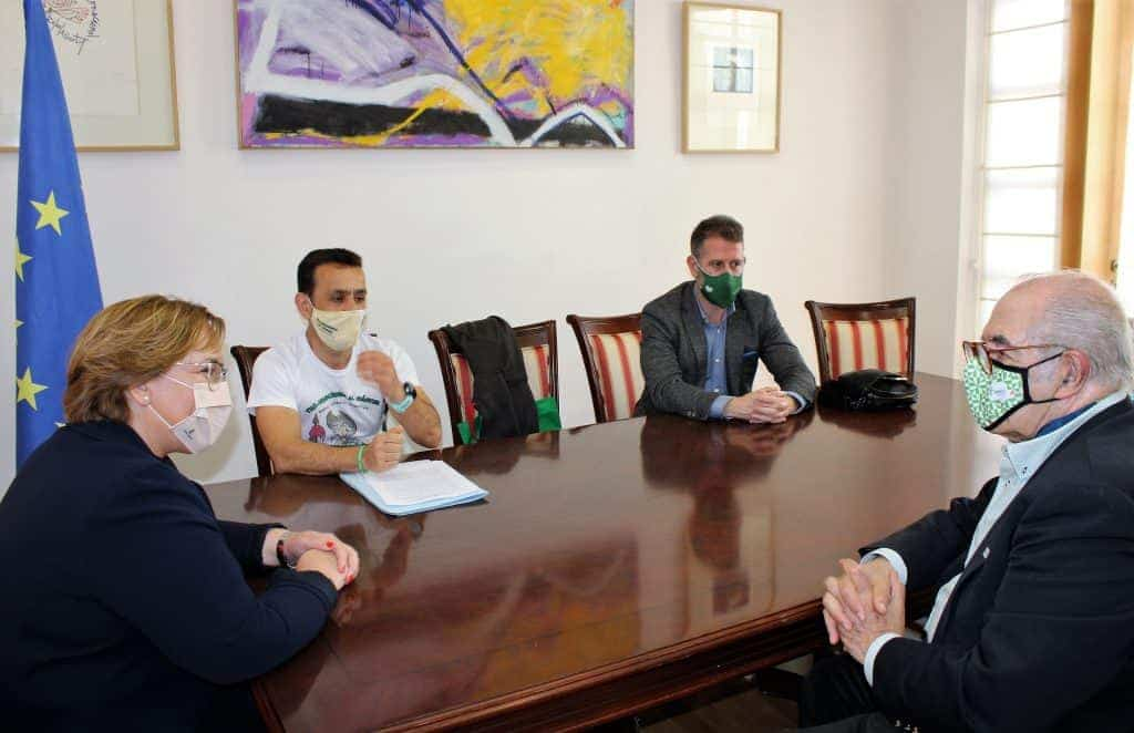 Carmen Olmedo animó a Emeterio Flox a cumplir su reto deportivo y solidario, y le transmite todo el apoyo del Gobierno de Castilla-La Mancha 2