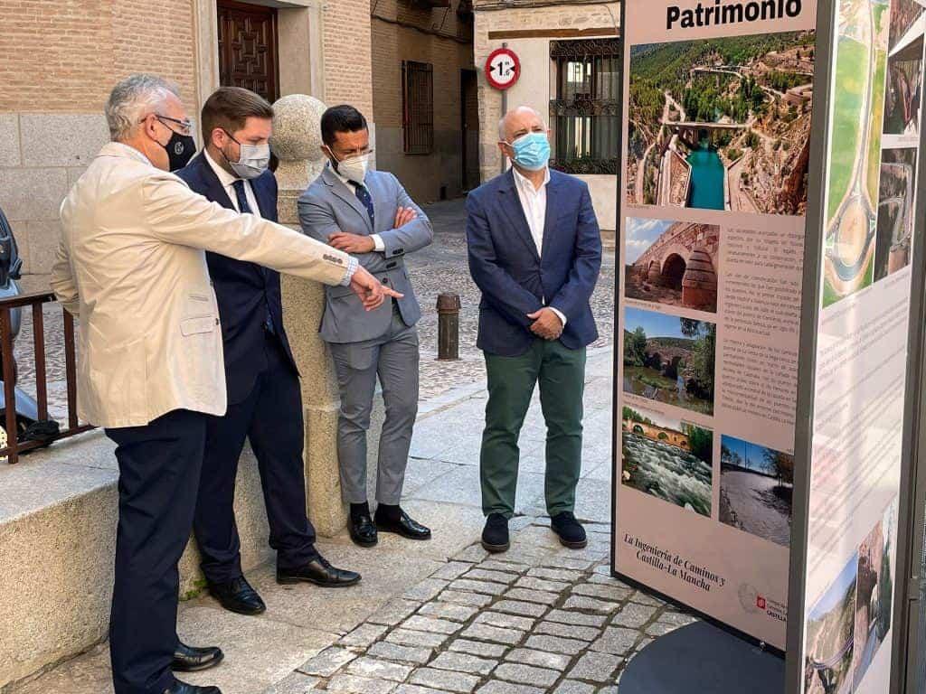 Visita del consejero de Fomento a la exposición del Colegio de Ingenieros de Caminos por los hitos de la ingeniería en Castilla-La Mancha 4