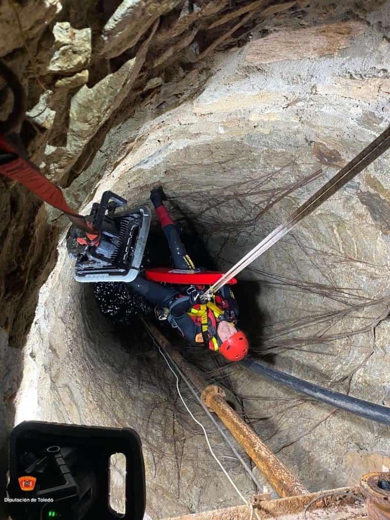 Rescatados dos jóvenes del interior de un pozo de 7 metros en Nambroca 9