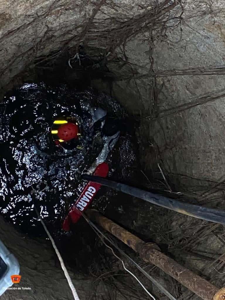 Rescatados dos jóvenes del interior de un pozo de 7 metros en Nambroca 8