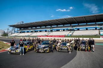 El equipo femenino #gitiracing consigue la victoria en la clase SP8 de las 24 horas de Nürburgring 34