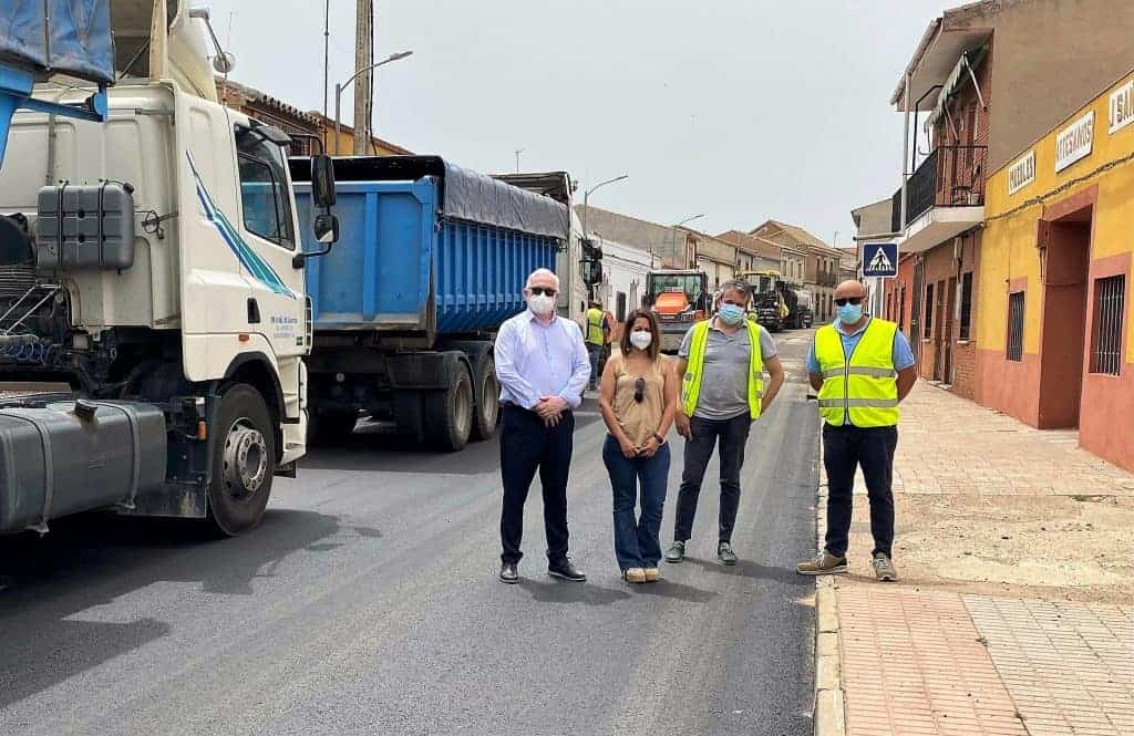 El Gobierno de Castilla-La Mancha invierte 108.000 euros en la travesía de Cabezarados y en los caminos de servicio de la variante de Abenójar 1