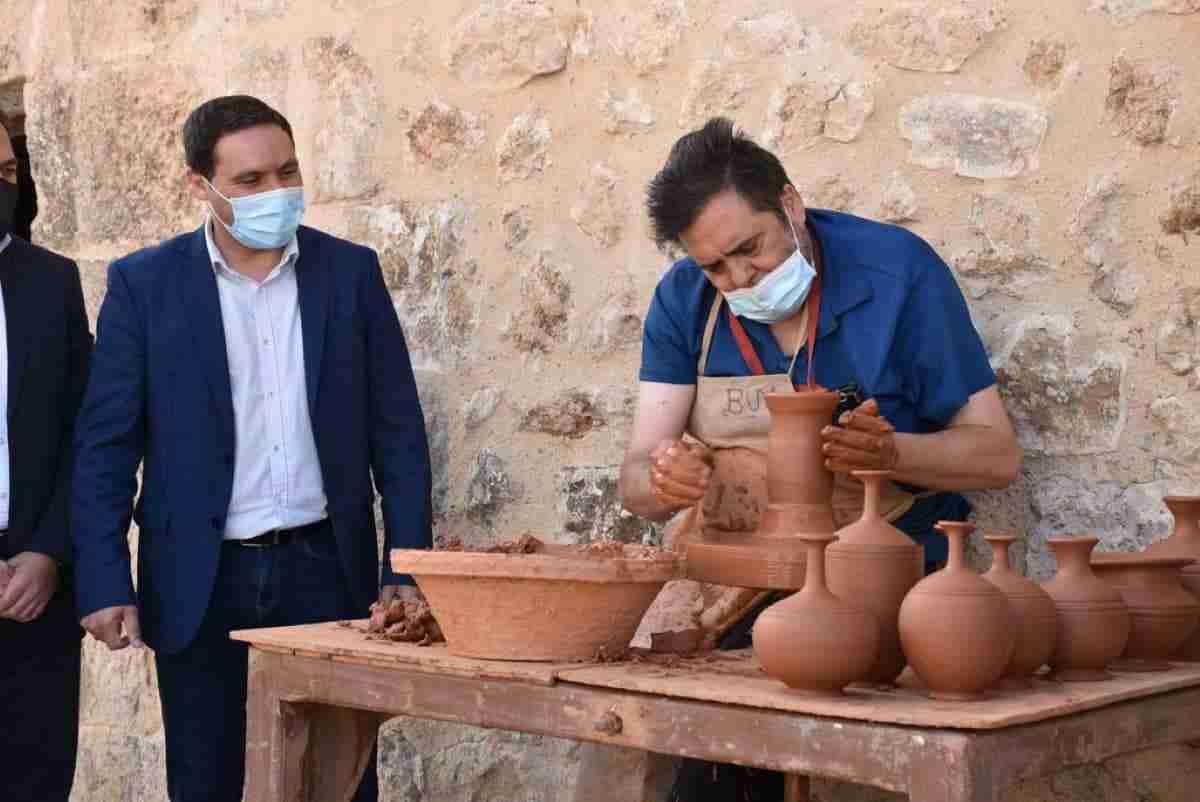 centro de oficios artesanos clm en casa del  curato