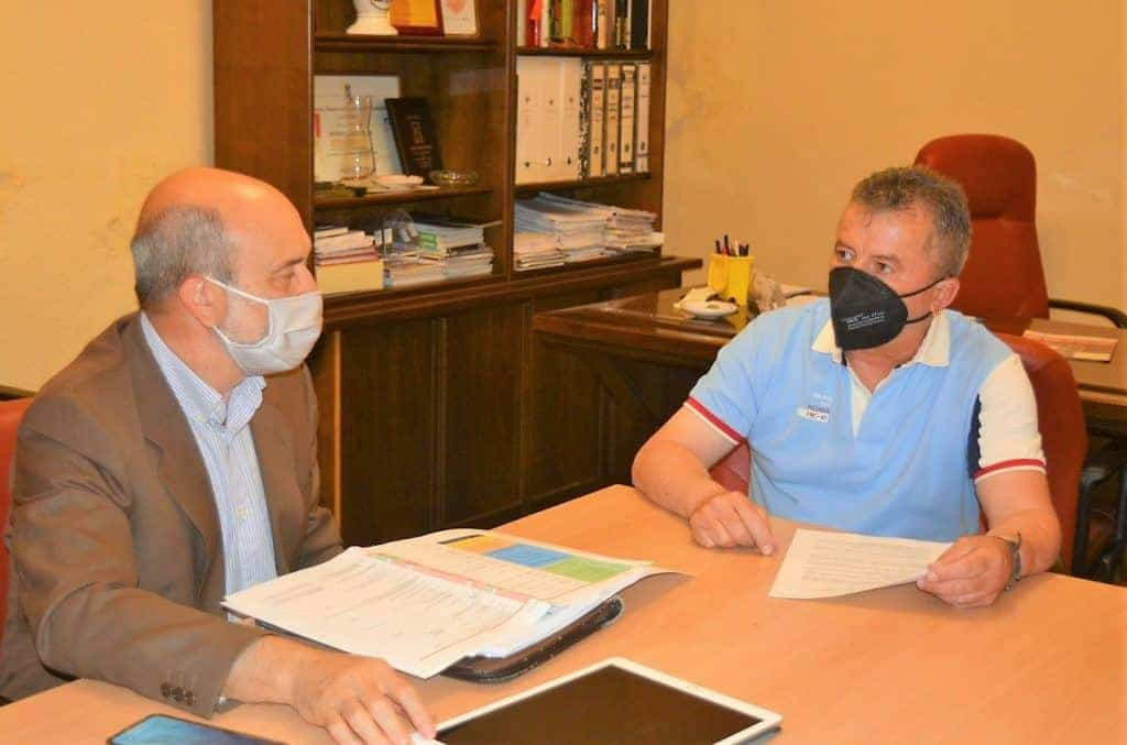 Reunión entre José Luis Cabezas y el alcalde de Valenzuela de Calatrava, el Plan de Empleo del Gobierno regional como eje 1