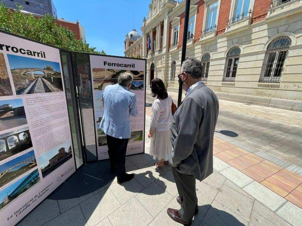 El Colegio de Ingenieros de Caminos inauguró una exposición en Ciudad Real que recorre el aporte de la ingeniería a la sociedad castellano-manchega