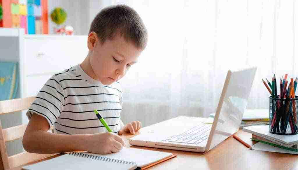 Adamo le facilitó Internet gratis a niños de 580 familias sin recursos para estudiar on line durante el aislamiento por coronavirus 1