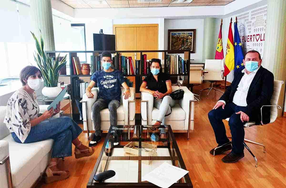 cristian cordoba y la alcaldesa de puertollano isabel rodriguez