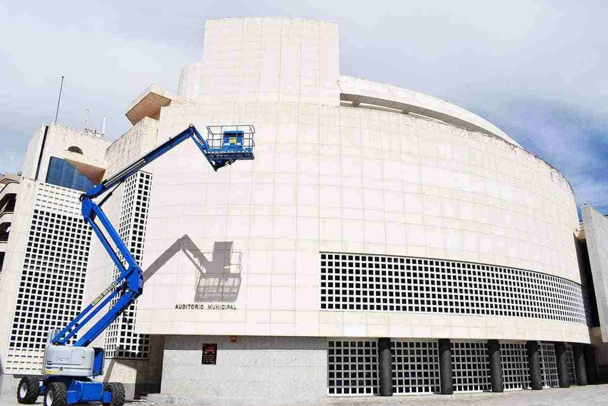 obras en cubierta y fachada del auditorio municipal de puertollano