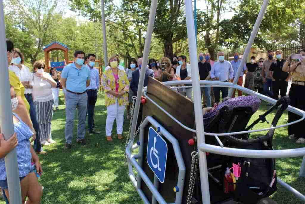 El Gobierno regional subvenciona un parque infantil adaptado en Bolaños de Calatrava 1