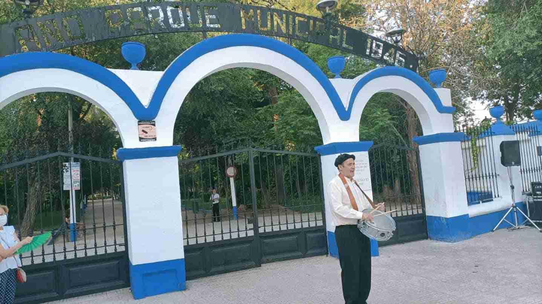 Herencia realizó una visita teatralizada de la inauguración de su Parque Municipal 9