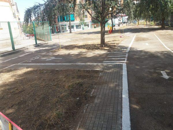 Limpieza parque escolar tráfico 04