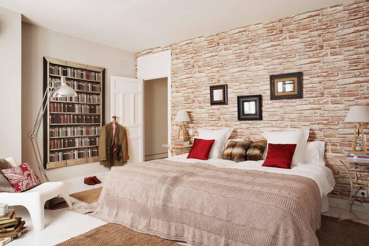 pared de ladrillos en el dormitorio