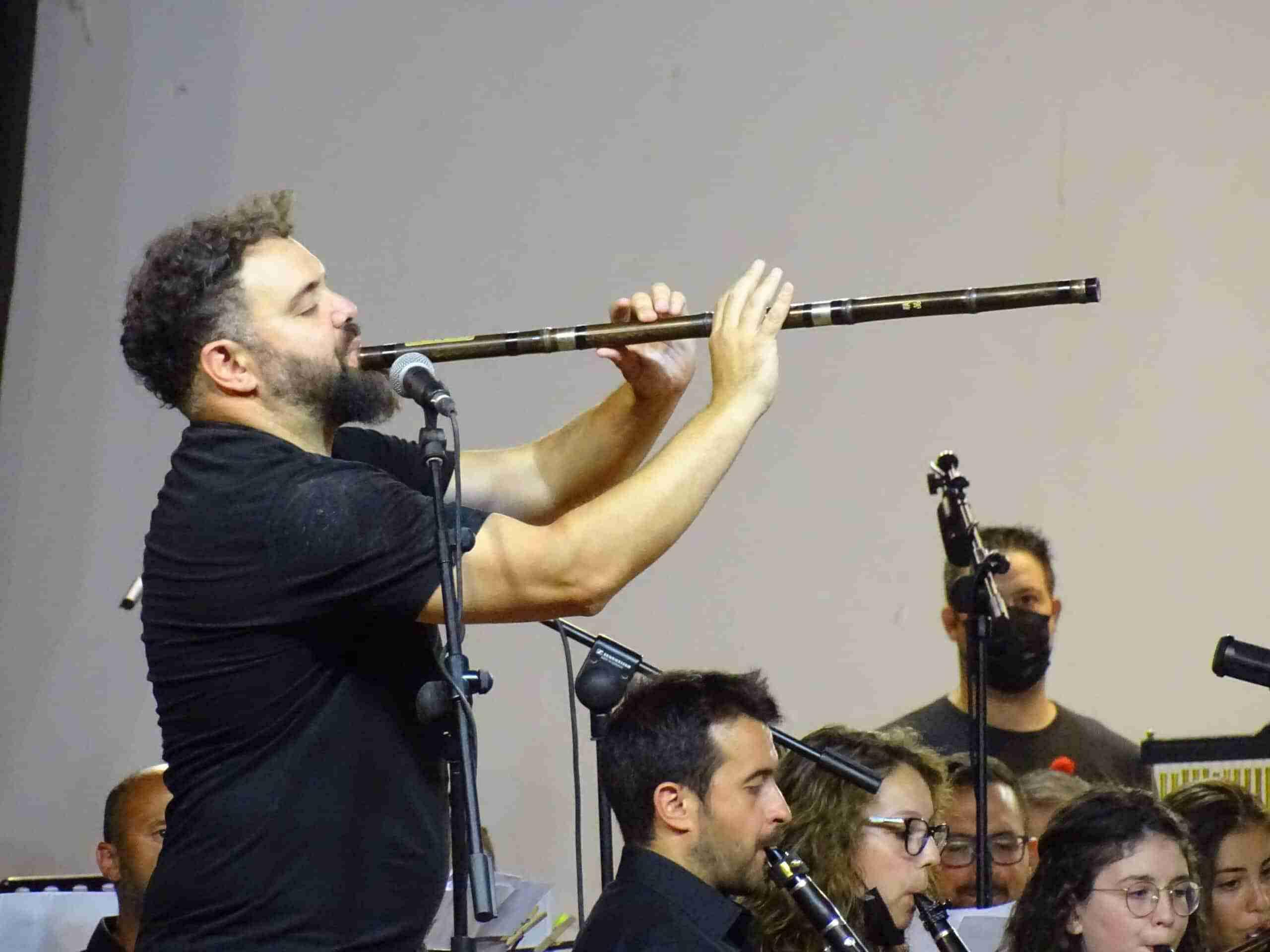 Magistral concierto de la Banda Sinfónica Municipal y el multiinstrumentista Abraham Cupeiro para cerrar el Festival de Musica 14