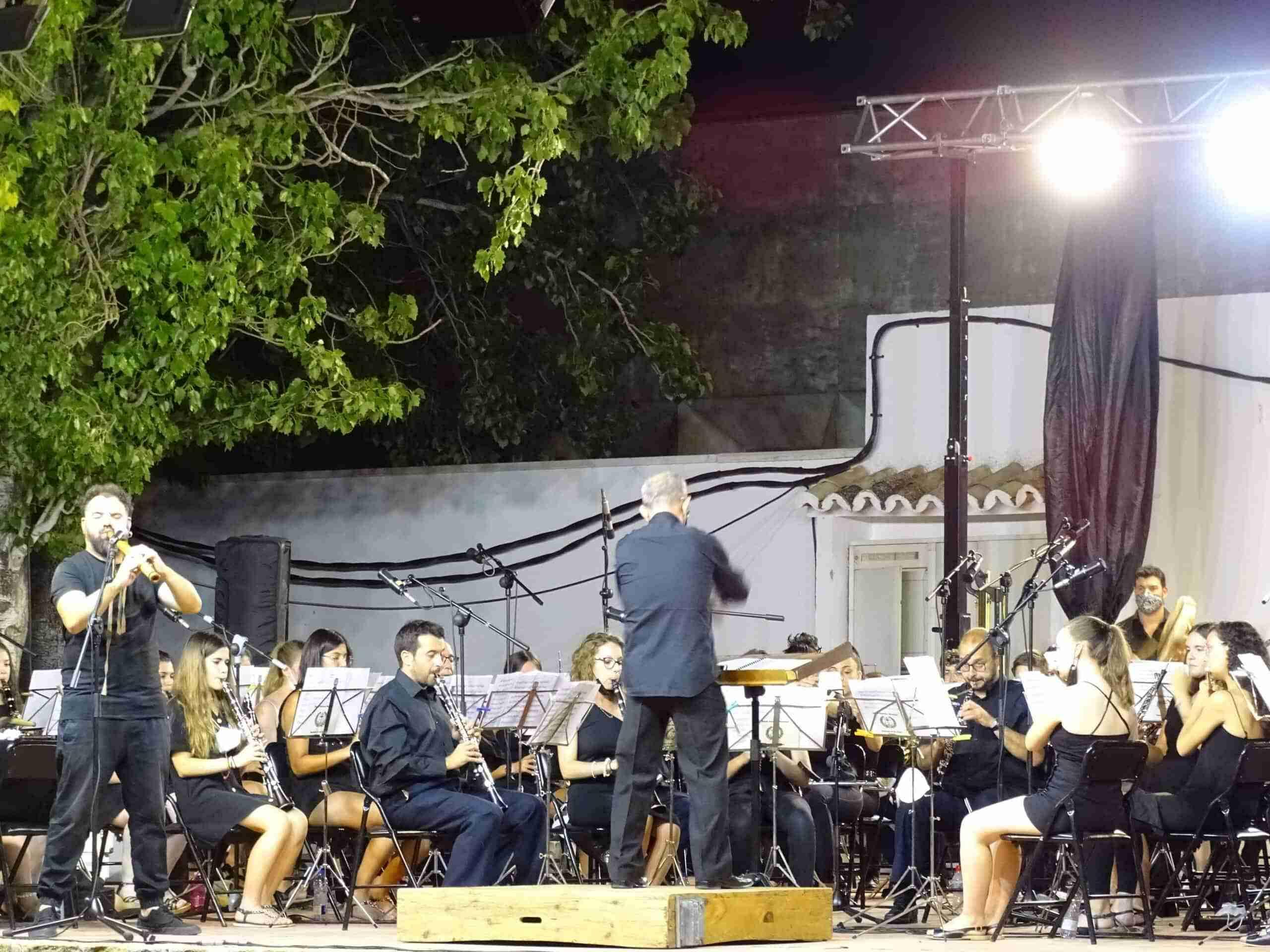 Magistral concierto de la Banda Sinfónica Municipal y el multiinstrumentista Abraham Cupeiro para cerrar el Festival de Musica 16