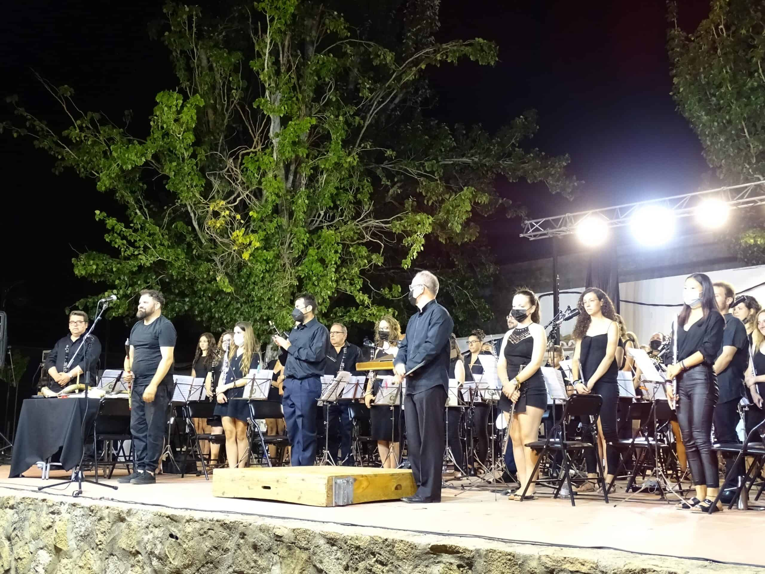 Magistral concierto de la Banda Sinfónica Municipal y el multiinstrumentista Abraham Cupeiro para cerrar el Festival de Musica 17