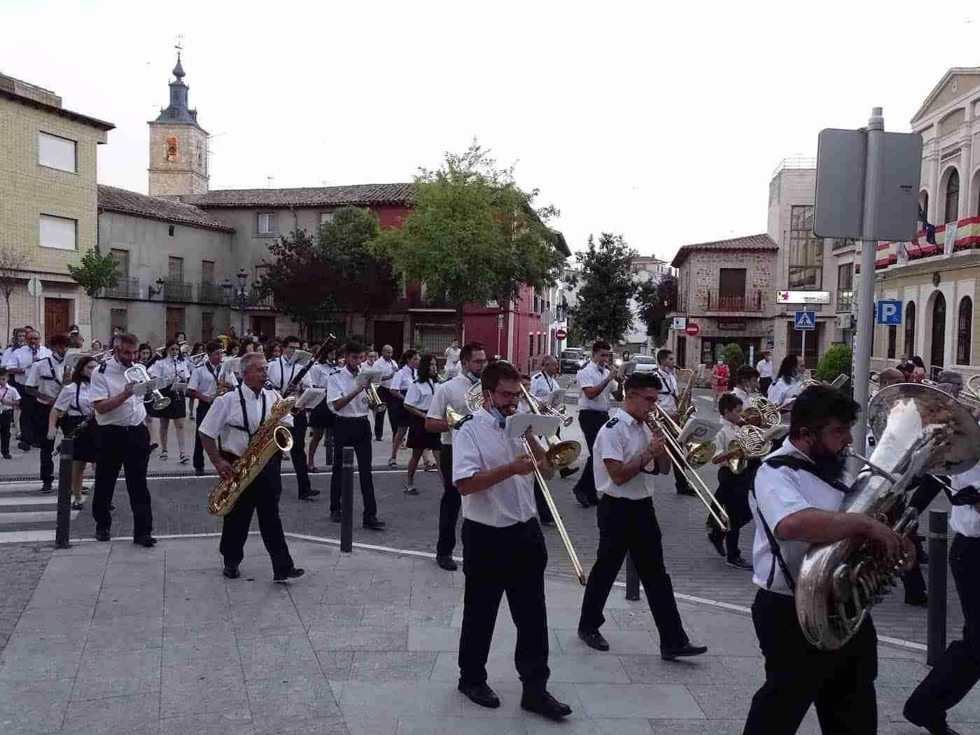 Quintanar inaugura sus fiestas patronales con un pasacalles de la Banda Sinfónica Municipal 10