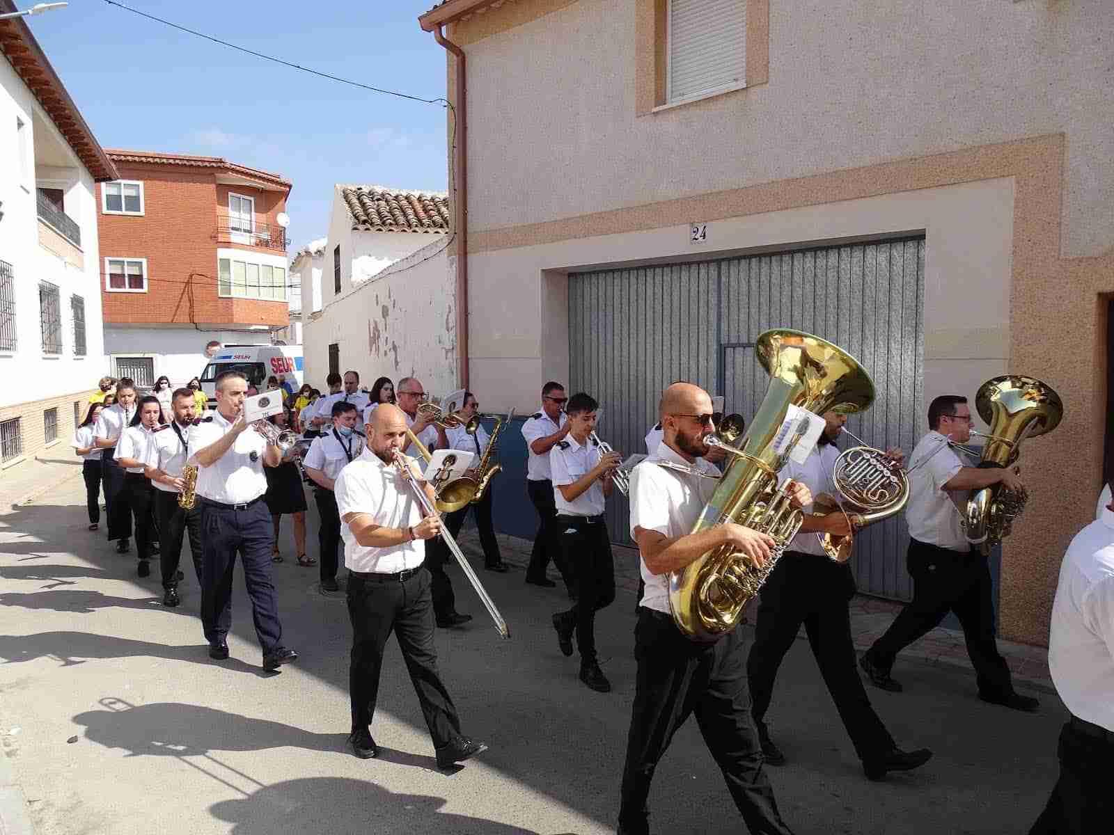 La UMQ lleva la música festiva por las calles de Quintanar de la Orden 13