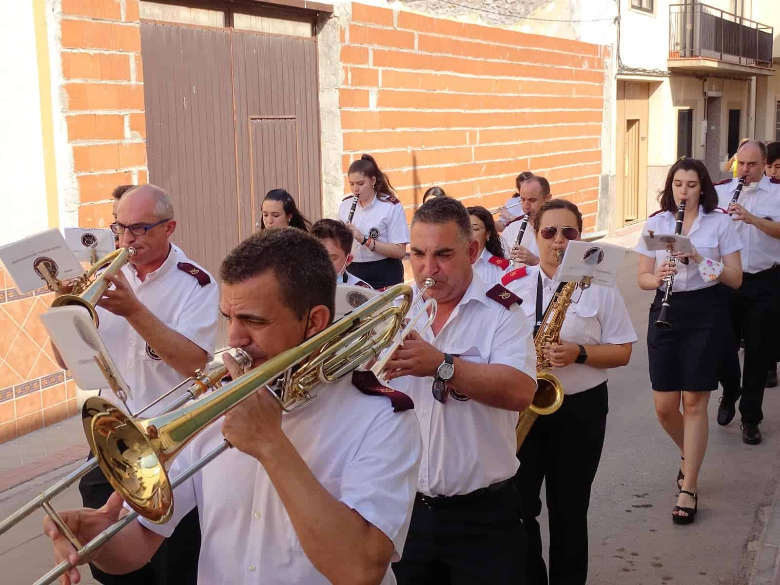 La UMQ lleva la música festiva por las calles de Quintanar de la Orden 15