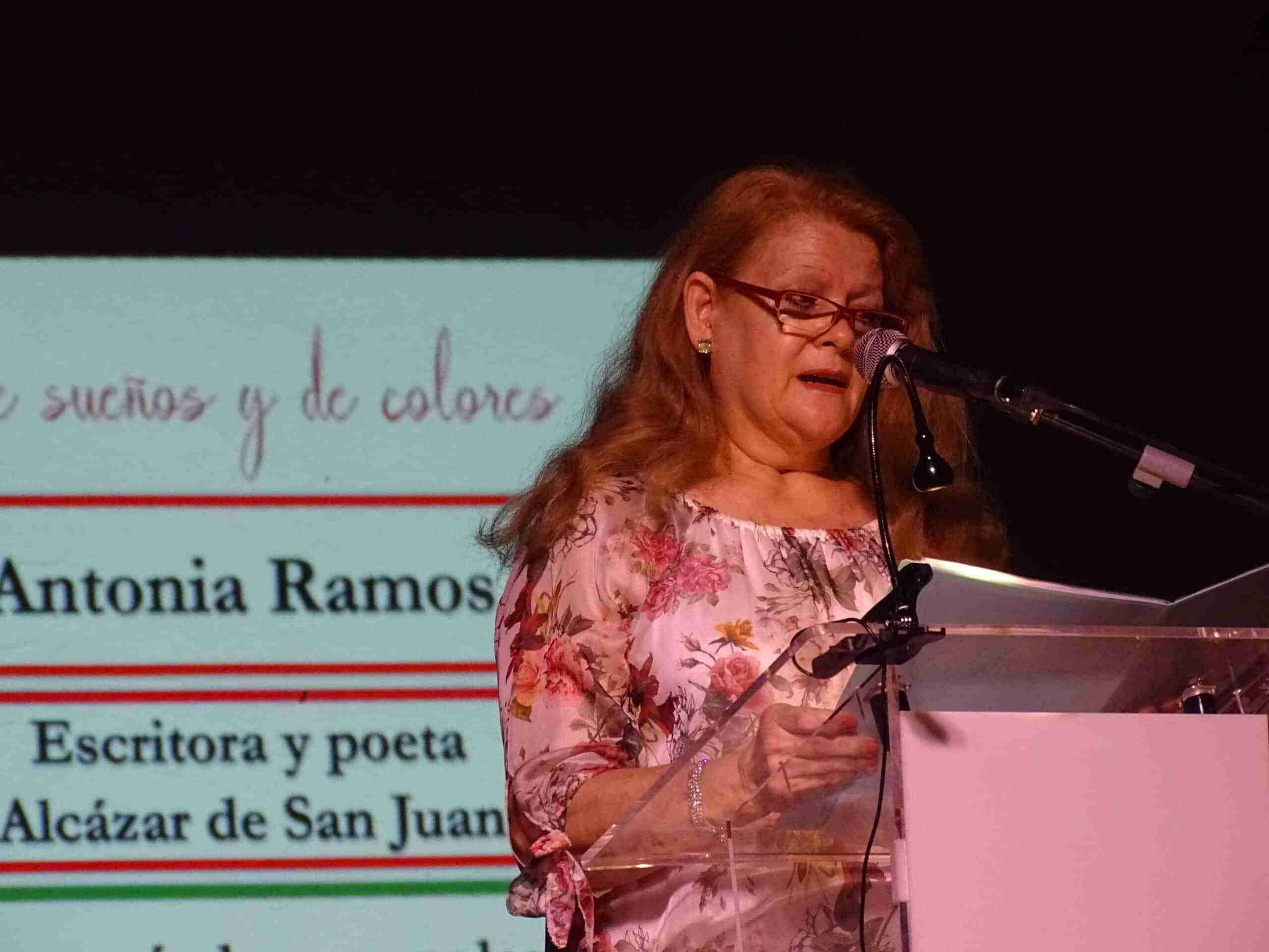 Noche mágica de poesía y pintura con las amapolas como protagonistas 41