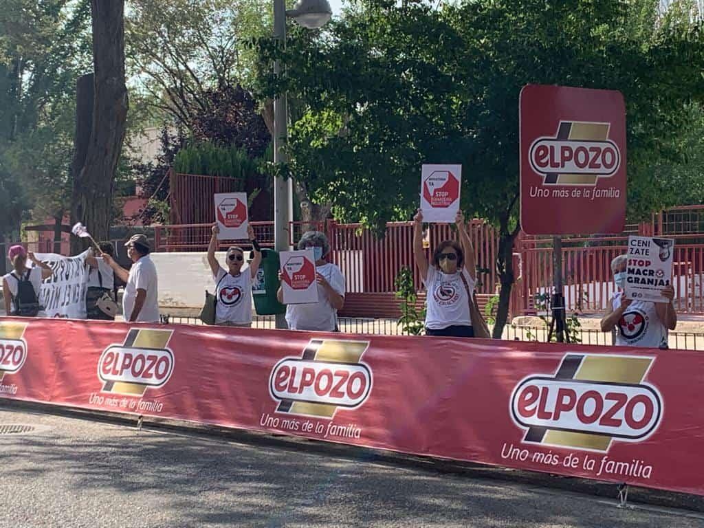 Stop Macrogranjas CLM recibe a la vuelta ciclista y se opone a patrocinadores como ELPOZO 8