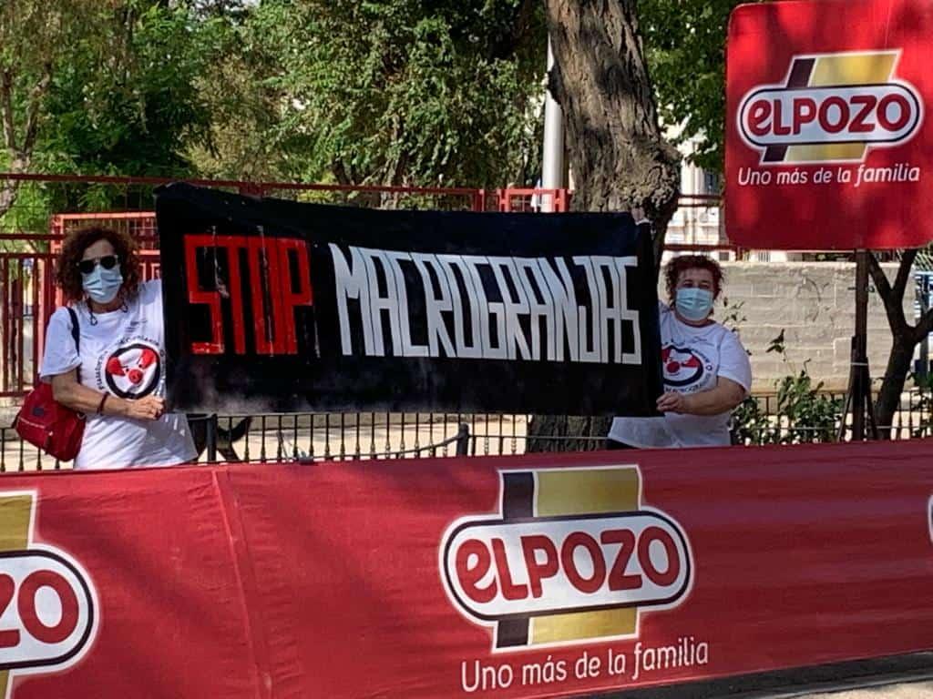 Stop Macrogranjas CLM recibe a la vuelta ciclista y se opone a patrocinadores como ELPOZO 7
