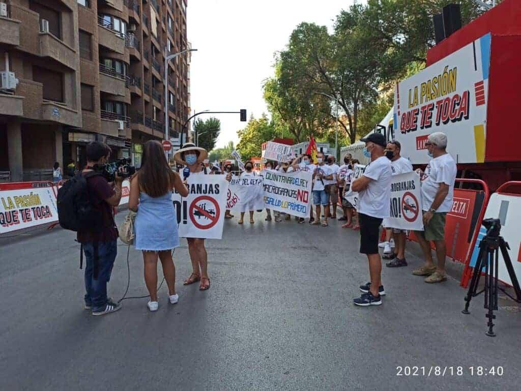Stop Macrogranjas CLM recibe a la vuelta ciclista y se opone a patrocinadores como ELPOZO 6
