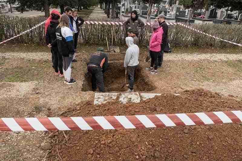 La asociación para la recuperación de la memoria histórica entrega los restos del joven manchego José Almena Castro 4